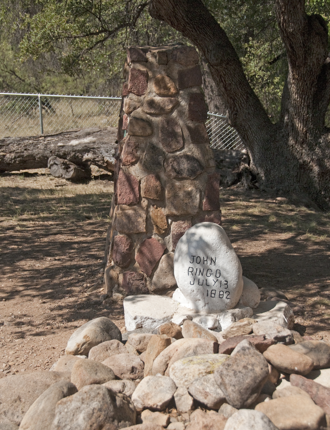 Historial marker at Johnny Ringo's grave